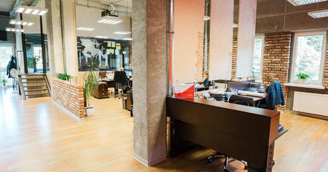 Ergonomiczne-biuro-kluczem-do-efektywności-pracowników-facebook